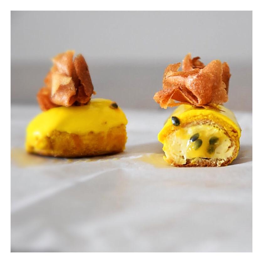 Eclairs fruit de la passion & gingembre (Cédric Grolet)