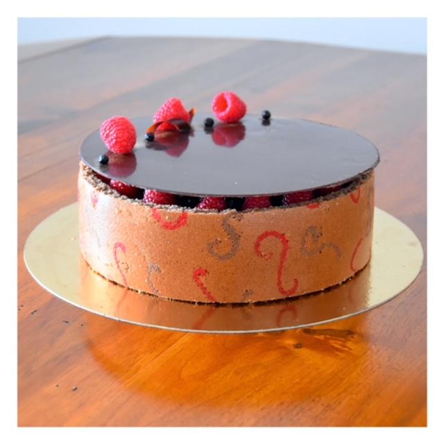 Entremet chocolat, framboise & myrtille