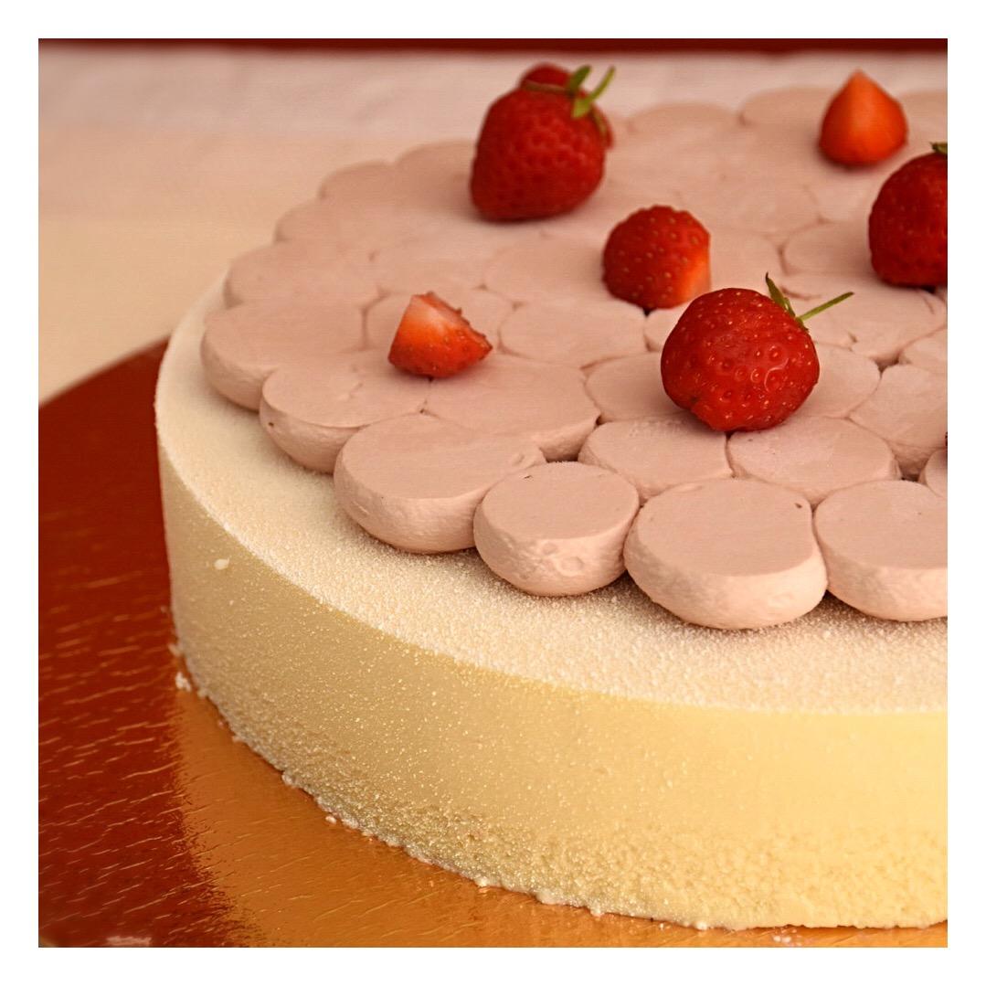 Entremets champagne rosé & fraises