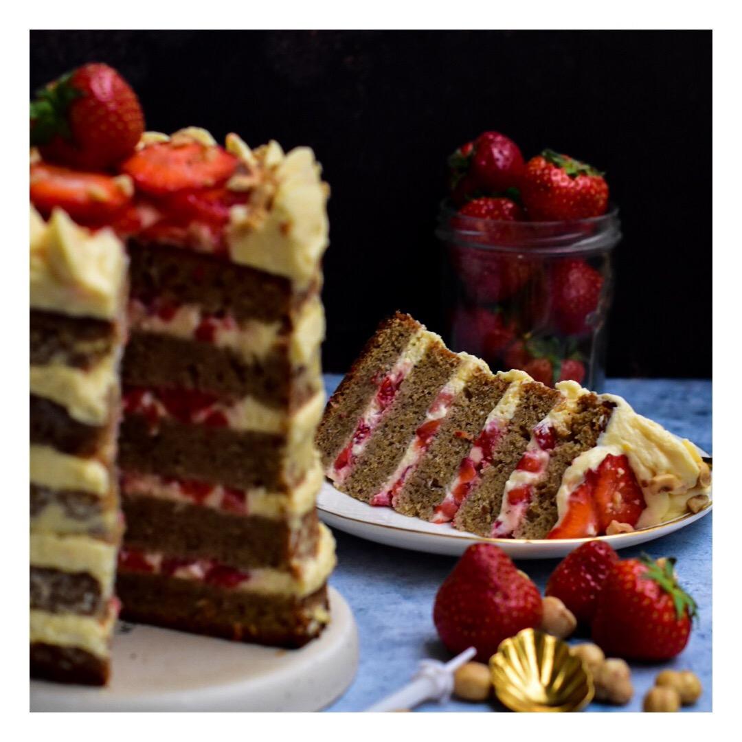 Naked cake noisette, pamplemousse & fraise