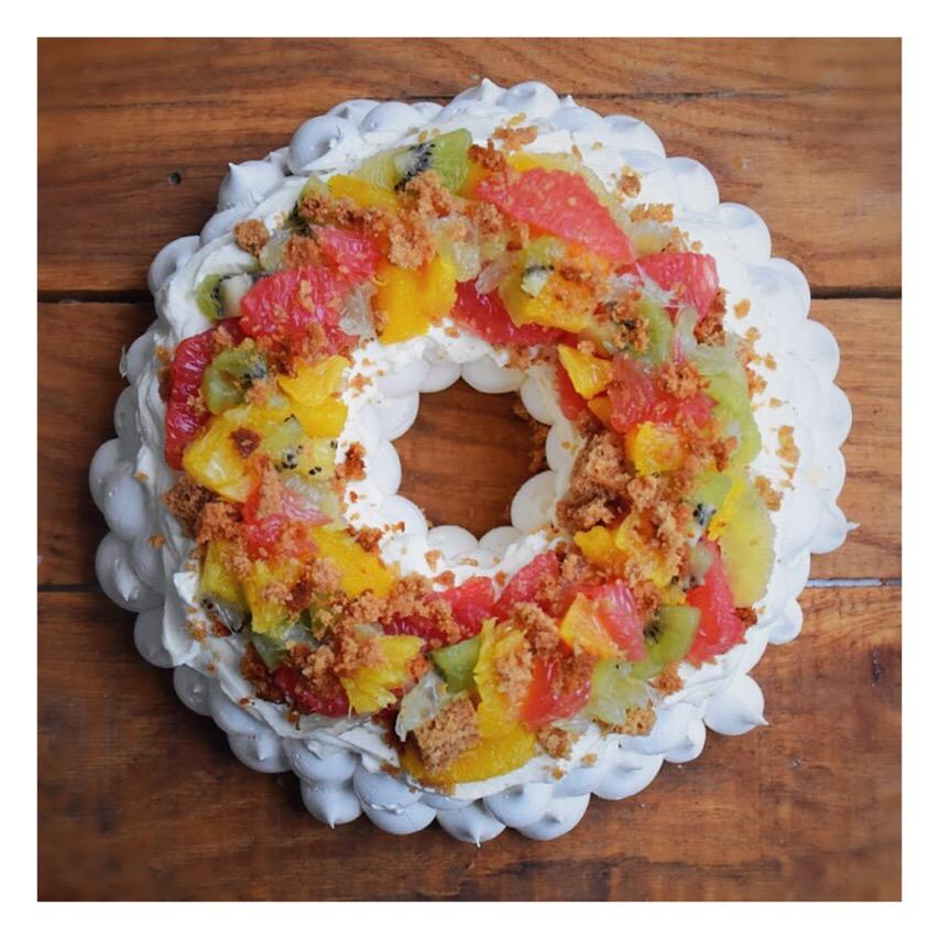 Pavlova agrumes, kiwi & pain d'épices