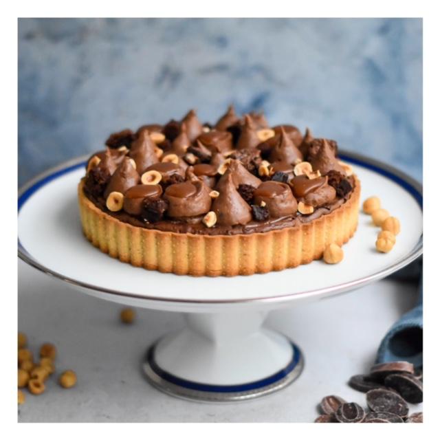 Tarte brownie, caramel & noisette