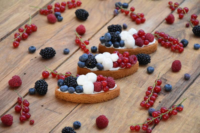 Tarte sablé breton, chantilly & fruits rouges