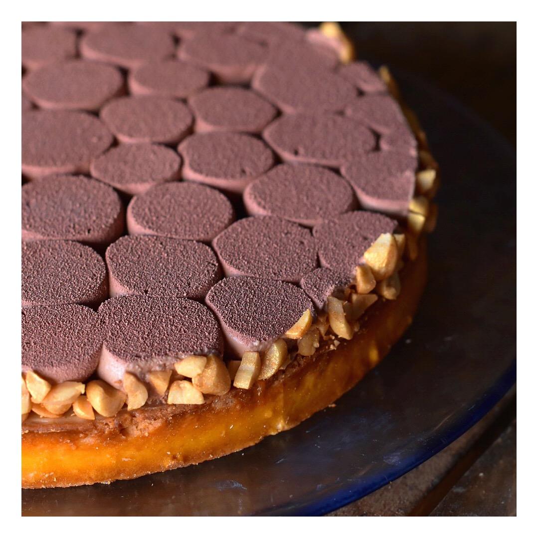 Tarte Comme un Snickers (caramel, cacahuète & chocolat)